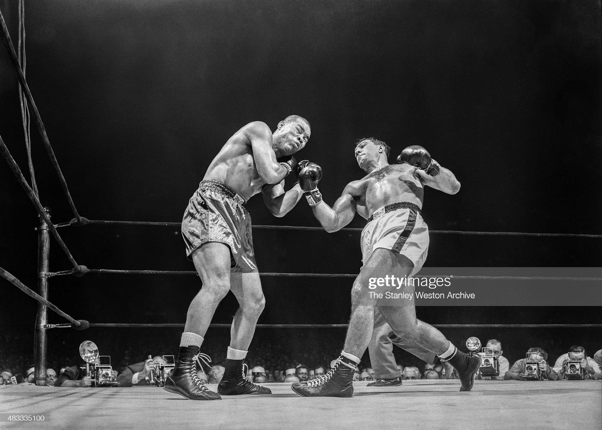 Rocky Marciano vs Joe Louis : News Photo
