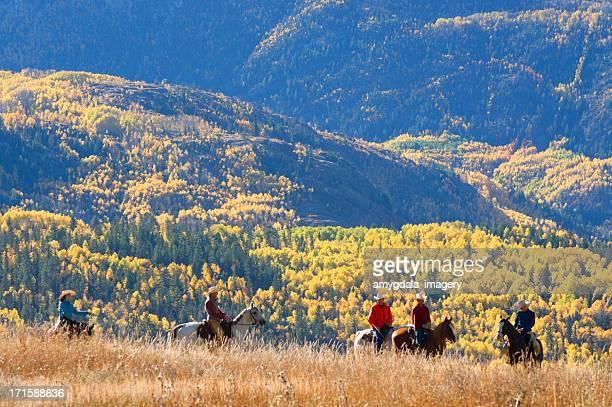 ロッキー山脈の乗馬秋の風景