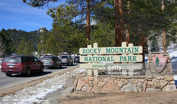 rocky mountain national park, colorado - entrance sign stock pictures, royalty-free photos & images