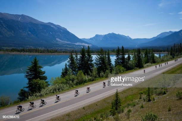 course cycliste rocky mountain - compétition de cyclisme photos et images de collection