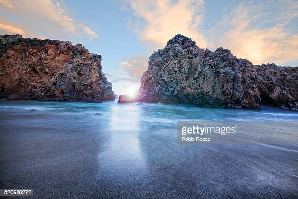 rocky, ocean landscape at sunset at big sur, california - robb reece 個照片及圖片檔