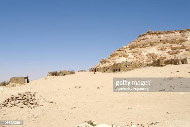 rocky ridge in sahara desert on the outskirts of siwa oasis, egypt - argenberg stock pictures, royalty-free photos & images