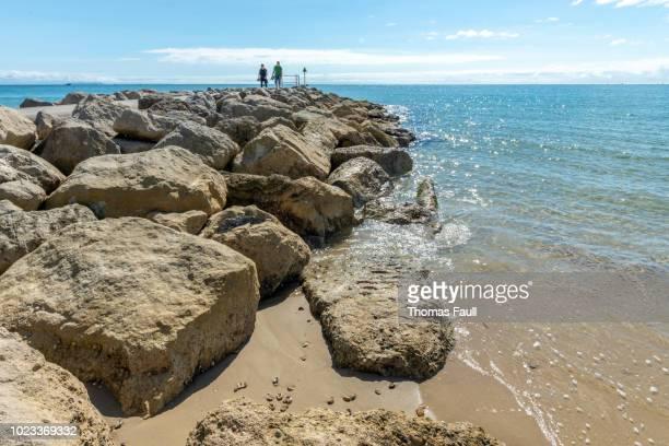 砂州、poole の岩海防衛 - プール湾 ストックフォトと画像