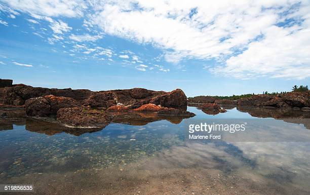 rocky seascape - lake superior provincial park stock pictures, royalty-free photos & images