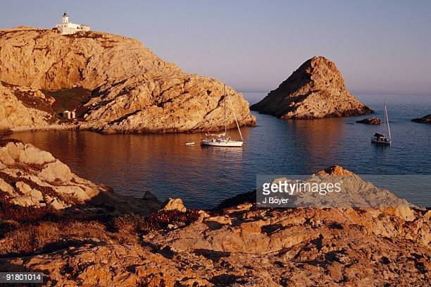 rocky seashore with boat, corsica, france - corsica photos et images de collection