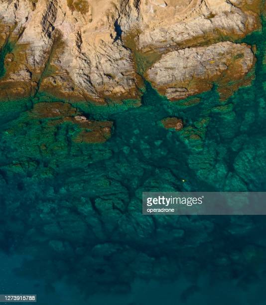 rocky shoreline cenital view - shallow stock pictures, royalty-free photos & images