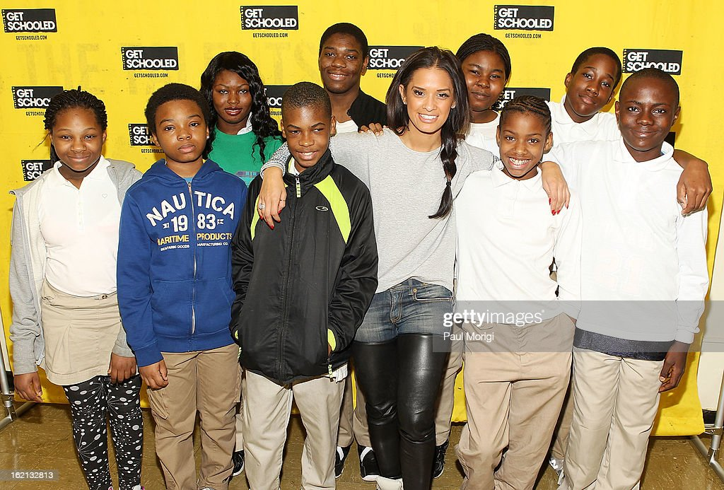 Rocsi Diaz (C) poses for a photo with Browne Education Campus students during the Get Schooled Victory Tour on February 19, 2013 in Washington, DC.