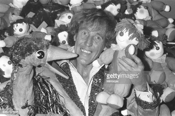 Rod Hull and Emu seen here promoting the NSPCC Children's Variety Show 10th October 1985