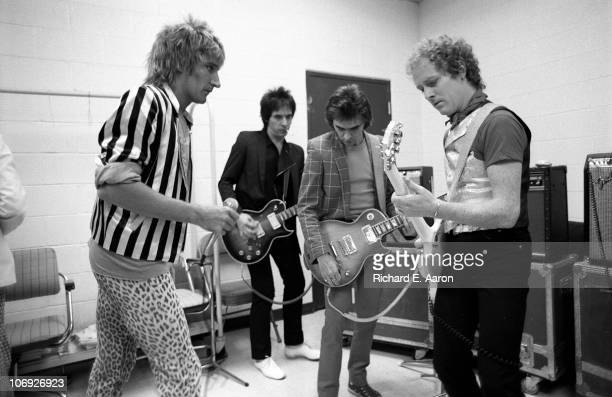 Rod Stewart and his band warm up backstage prior to his concert at the Forum in Los Angeles in December 1981 LR Rod Stewart Robin Le Mesurier Wally...