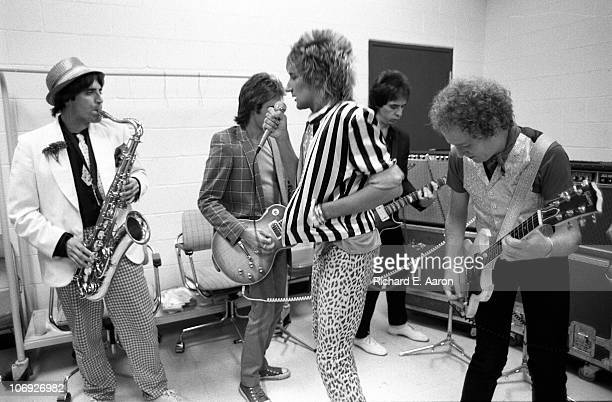 Rod Stewart and his band warm up backstage prior to his concert at the Forum in Los Angeles in December 1981 LR Jimmy Zavala Wally Stocker Rod...