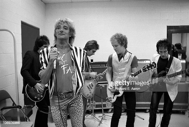 Rod Stewart and his band warm up backstage prior to his concert at the Forum in Los Angeles in December 1981 LR Robin Le Mesurier Rod StewartWally...