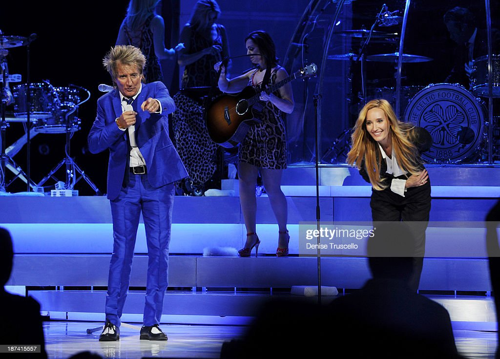 """Rod Stewart Performs In His Residency Show """"Rod Stewart: The Hits"""" At The Colosseum At Caesars Palace In Las Vegas : News Photo"""