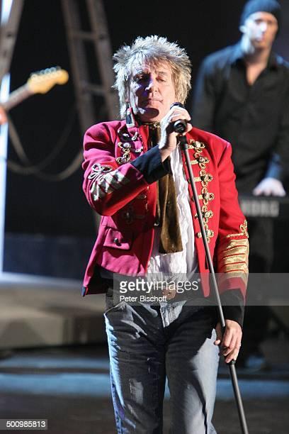 """Rod Stewart , Background-Musiker, 164. ZDF-Show """"Wetten, dass?"""", Düsseldorf, Deutschland, , P.-Nr. 1624/2006, """"Halle 6""""-""""Düsseldorfer Messe"""", Bühne,..."""