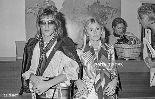 Rod Stewart, British rock musician, with the former girlfriend the Swedish actress Britt Ekland, Germany circa 1975.