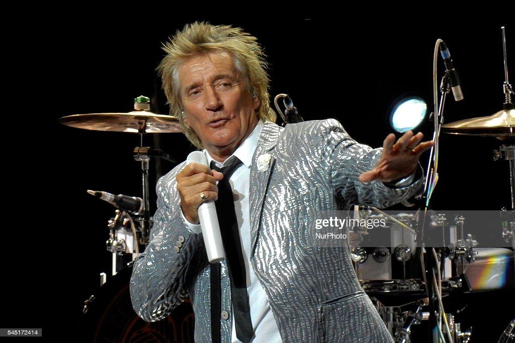 Rod Stewart Performs In Madrid : News Photo