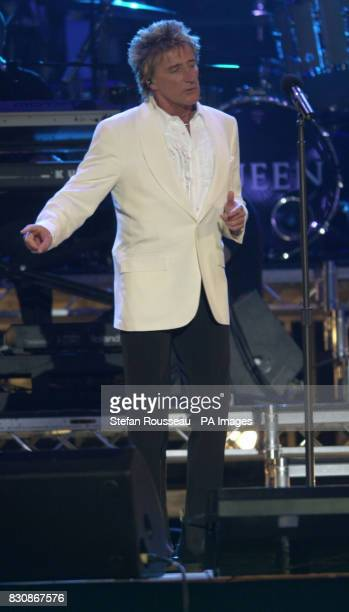 Rod Stewart on stage in the gardens of Buckingham Palace during the second concert to commemorate the Golden Jubilee of Britain's Queen Elizabeth II...