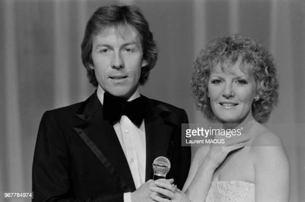 Roddy Llewellyn chanteur et Petula Clark lors d'une émission de télévision française le 23 février 1978 à Paris France
