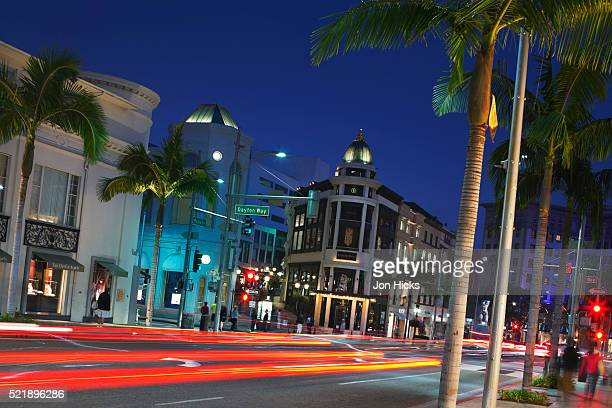 rodeo drive at night. - beverly hills foto e immagini stock