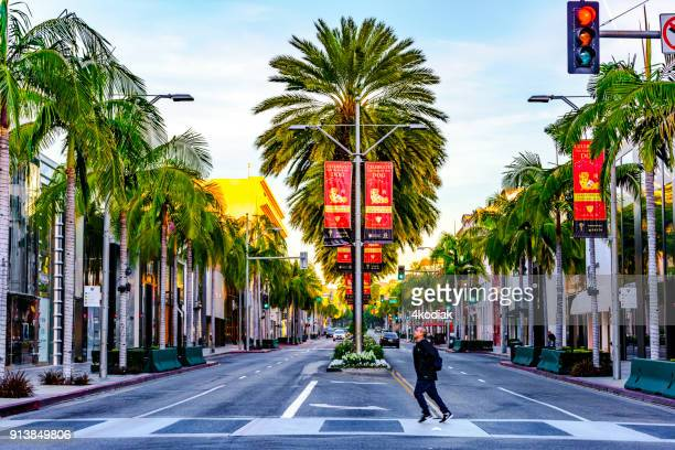 rodeo drive in early morning - beverly hills foto e immagini stock