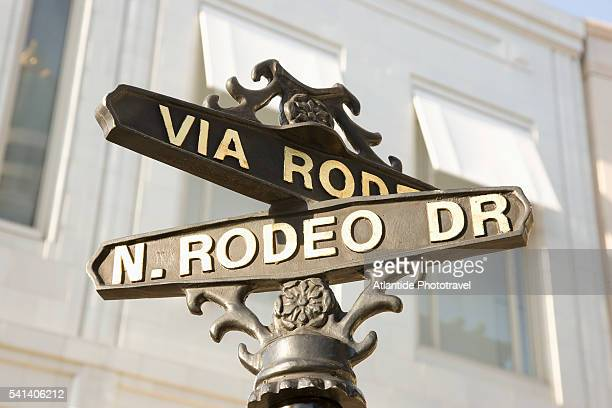 rodeo drive signpost - beverly hills california stock pictures, royalty-free photos & images