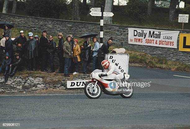Rodney Gould of Great Britain rides the Yamaha 350cc during passed Governors Bridge during the International Isle of Man Junior TT 350cc Race on 12...