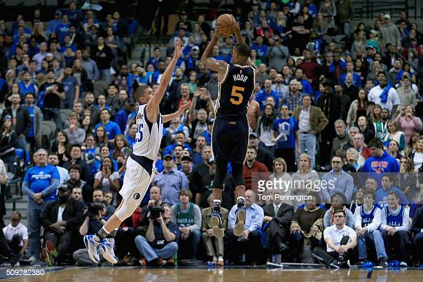 Rodney Hood of the Utah Jazz shoots the ball against Chandler Parsons of the Dallas Mavericks in overtime at American Airlines Center on February 9...