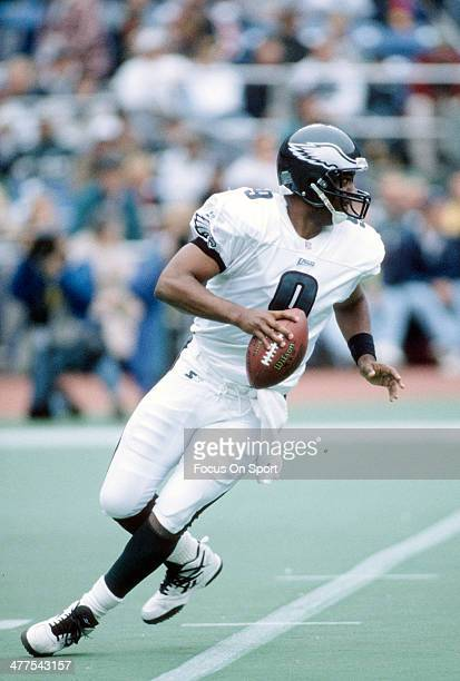 Rodney Peete of the Philadelphia Eagles drops back to pass against the San Francisco 49ers during an NFL Football game November 10 1997 at Veterans...