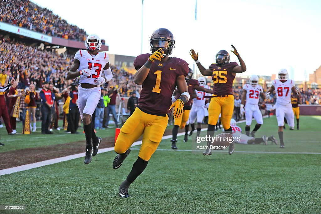 Rodney Smith #1 of the Minnesota Golden Gophers runs a kickoff return for a touchdown against the Rutgers Scarlet Knights in the fourth quarter at TCF Bank Stadium on October 22, 2016 in Minneapolis, Minnesota. Minnesota defeated Rutgers 34-32.