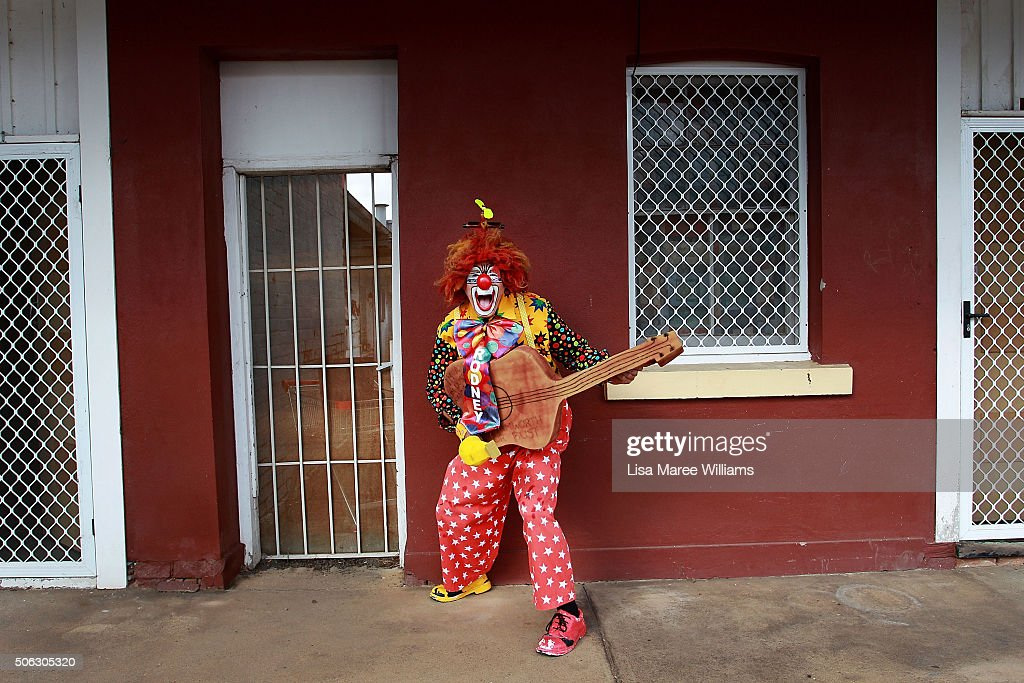 Rodney the clown prepares to take part in the Tamworth Country Music Festival Calvacade on January 23, 2016 in Tamworth, Australia. The Tamworth Country Music Festival is a 10 day event showcasing over 700 artists and draws large crowds enjoying the annual Australia Day weekend, culminating in the Golden Guitar Awards which celebrates the best of Australian country music.