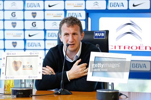 Rodolfo Arruabarrena coach of Boca Juniors speaks during a press conference at Alberto J Armando Stadium press room on October 16 2015 in Buenos...