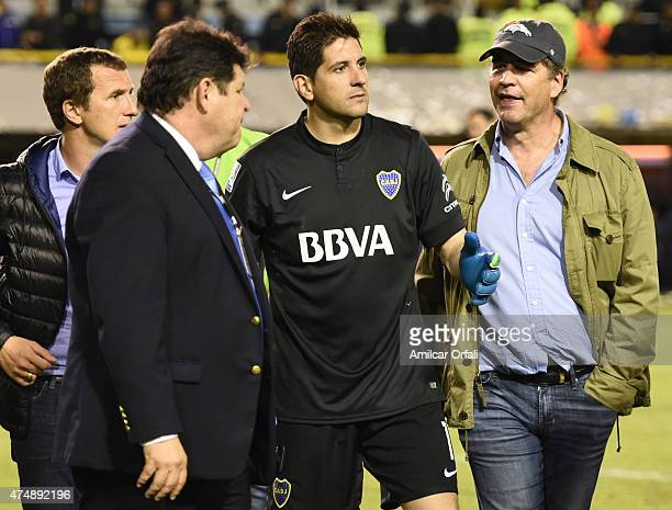 Rodolfo Arruabarrena head coach of Boca Juniors Conmebol delegate Roger Bello of Bolivia Agustin Orion goalkeeper of Boca Juniors and Alejandro...