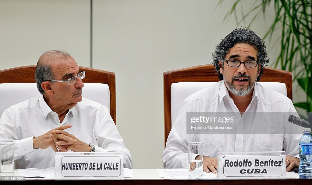 Colombian Government and FARC Sign Peace Agreement : News Photo