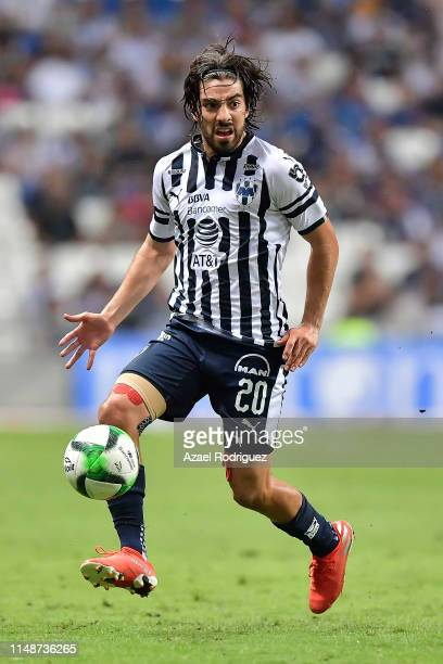 Rodolfo Pizarro #20 of Monterrey drives the ball during the quarterfinals second leg match between Monterrey and Necaxa as part of the Torneo...