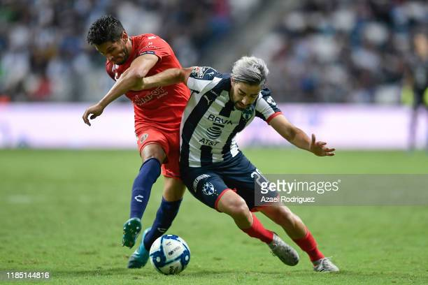 Rodolfo Pizarro #20 of Monterrey fights for the ball with Ángel Reyna #10 of Veracruz during the 17th round match between Monterrey and Veracruz as...