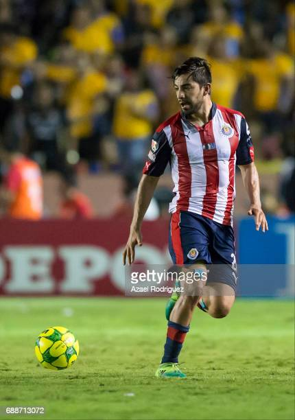 Rodolfo Pizarro of Chivas drives the ball during the Final first leg match between Tigres UANL and Chivas as part of the Torneo Clausura 2017 Liga MX...