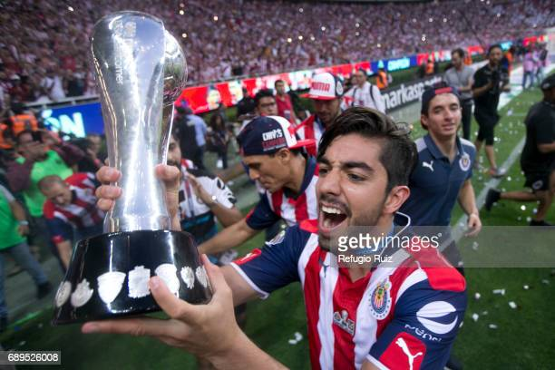 Rodolfo Pizarro of Chivas lifts the champions trophy after winning the Final second leg match between Chivas and Tigres UANL as part of the Torneo...