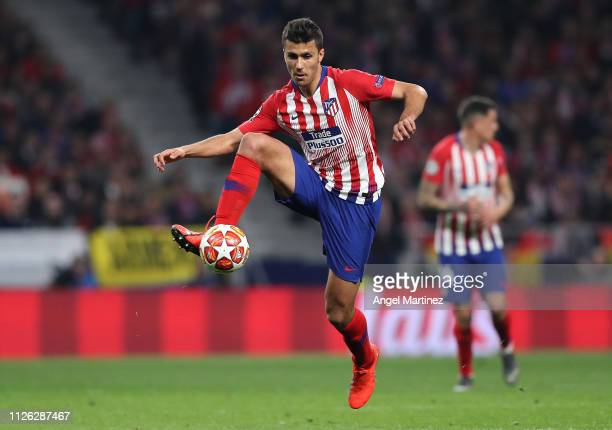 Rodri of Atletico Madrid controls the ball during the UEFA Champions League Round of 16 First Leg match between Club Atletico de Madrid and Juventus...