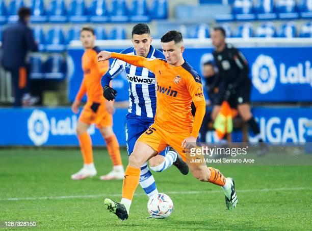 Rodrigo Battaglia of Deportivo Alaves duels for the ball with Hugo Guillamon of Valencia CF during the LaLiga Santander match between Alaves and...