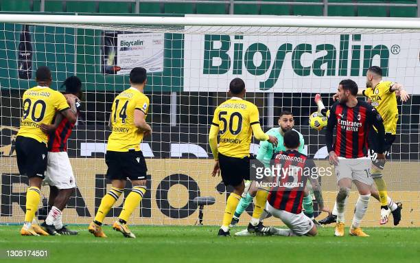 Rodrigo Becao of Udinese Calcio scores their sides first goal during the Serie A match between AC Milan and Udinese Calcio at Stadio Giuseppe Meazza...