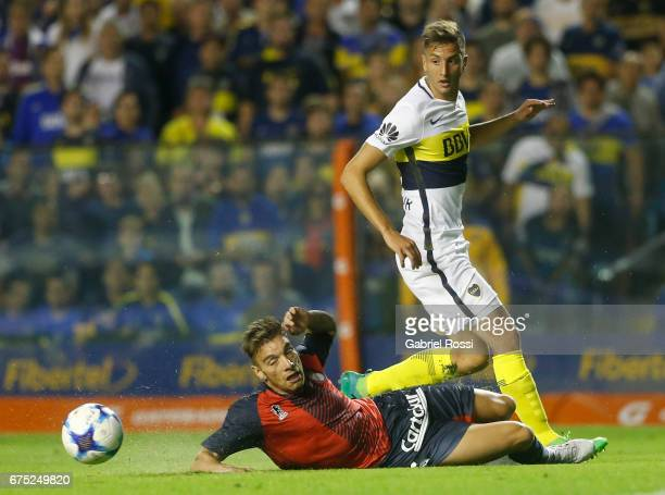 Rodrigo Bentancur of Boca Juniors fights for the ball with Jonathan Botinelli of Arsenal during a match between Boca Juniors and Arsenal as part of...