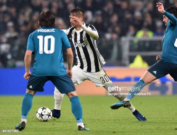 Rodrigo Bentancur of Juventus competes for the ball Luka Modric of Real Madrid during the UEFA Champions League Quarter Final Leg One match between...