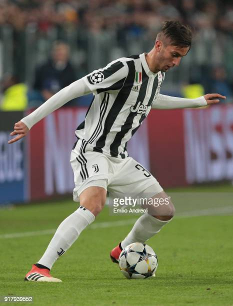 Rodrigo Bentancur of Juventus FC in action during the UEFA Champions League Round of 16 First Leg match between Juventus and Tottenham Hotspur at...