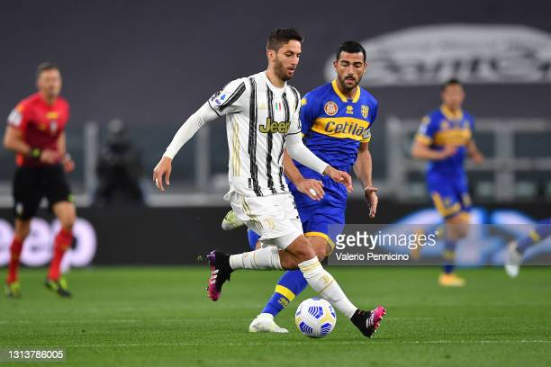Rodrigo Bentancur of Juventus in action against Graziano Pelle of Parma Calcio during the Serie A match between Juventus and Parma Calcio at Allianz...