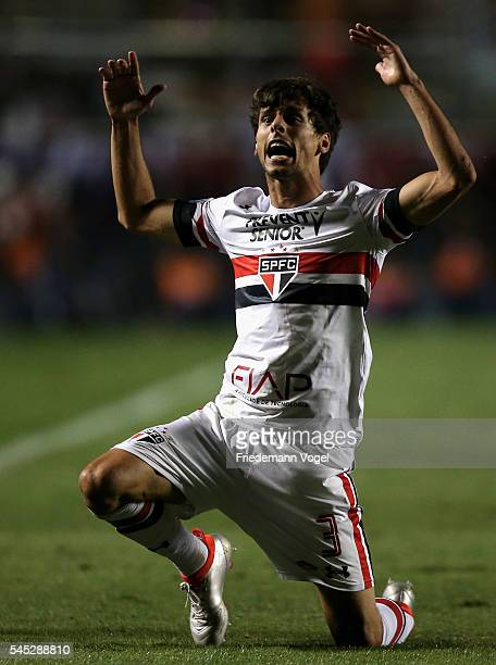 Rodrigo Caio of Sao Paulo reacts during semifinal first leg match of Copa Bridgestone Libertadores between Sao Paulo and Atletico Nacional at Morumbi...