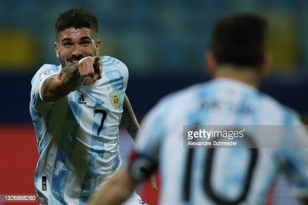 Rodrigo De Paul of Argentina celebrates with teammate Lionel Messi after scoring the first goal of his team during a quarter-final match of Copa...