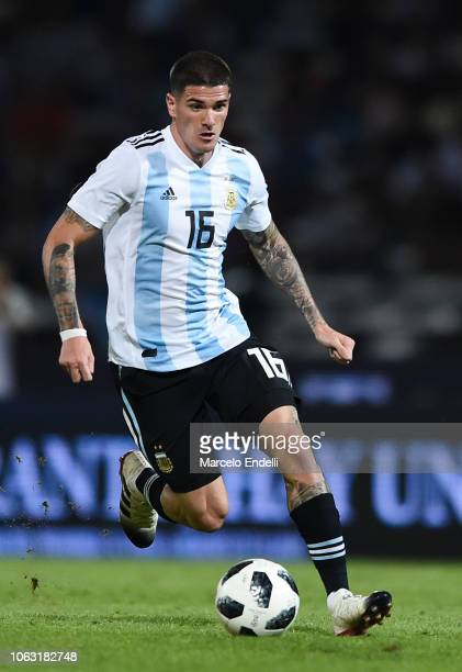 Rodrigo De Paul of Argentina drives the ball during a friendly match between Argentina and Mexico at Mario Kempes Stadium on November 16 2018 in...