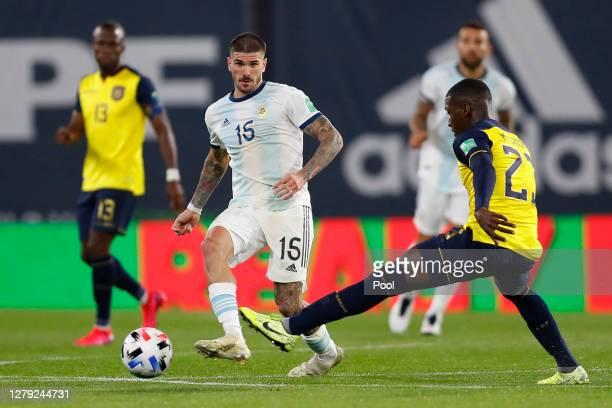 Rodrigo de Paul of Argentina fights for the ball with Moises Caicedo of Ecuador during a match between Argentina and Ecuador as part of South...
