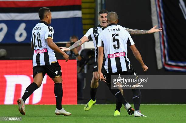 Rodrigo De Paul of Udinese Calcio celebrates after scoring the opening goal with tema mates during the serie A match between Udinese and UC Sampdoria...