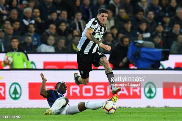 Rodrigo De Paul of Udinese Calcio competes for the ball with Kwadwo Asamoah of FC Internazionale during the Serie A match between Udinese and FC...
