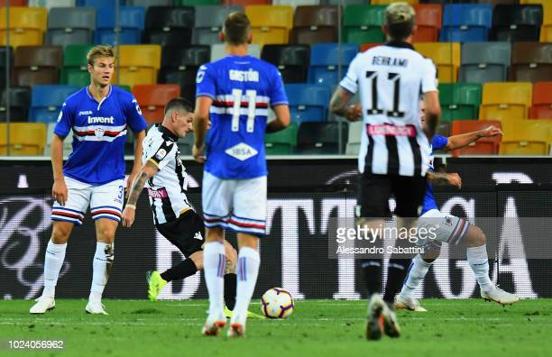 Rodrigo De Paul of Udinese Calcio scores the opening goal during the serie A match between Udinese and UC Sampdoria at Stadio Friuli on August 26...